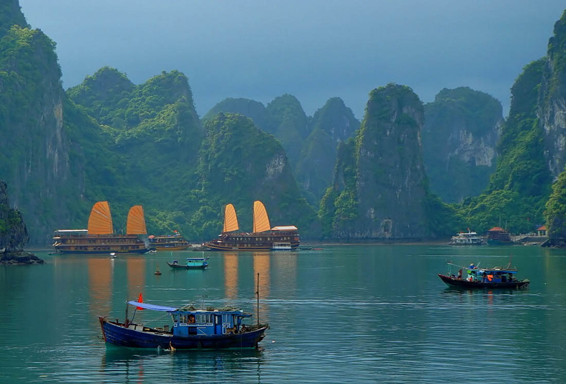 Бухта Halong во Вьетнаме
