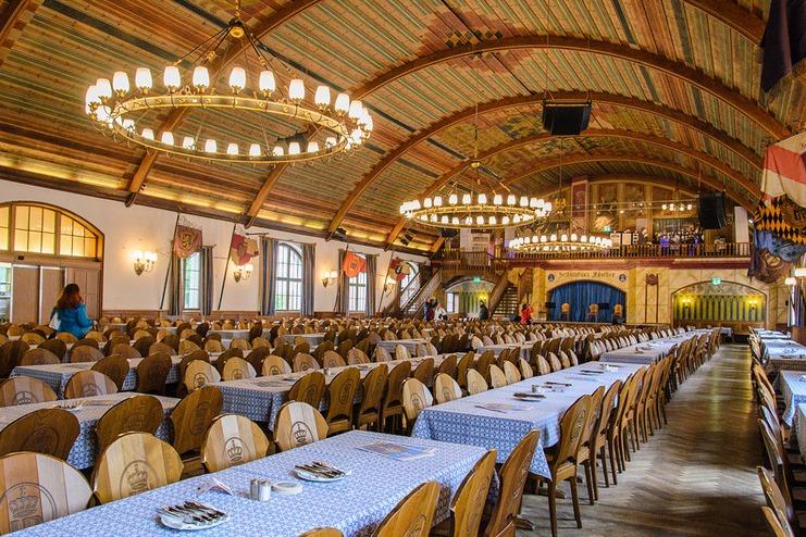Праздничный зал в Хофбройхаус
