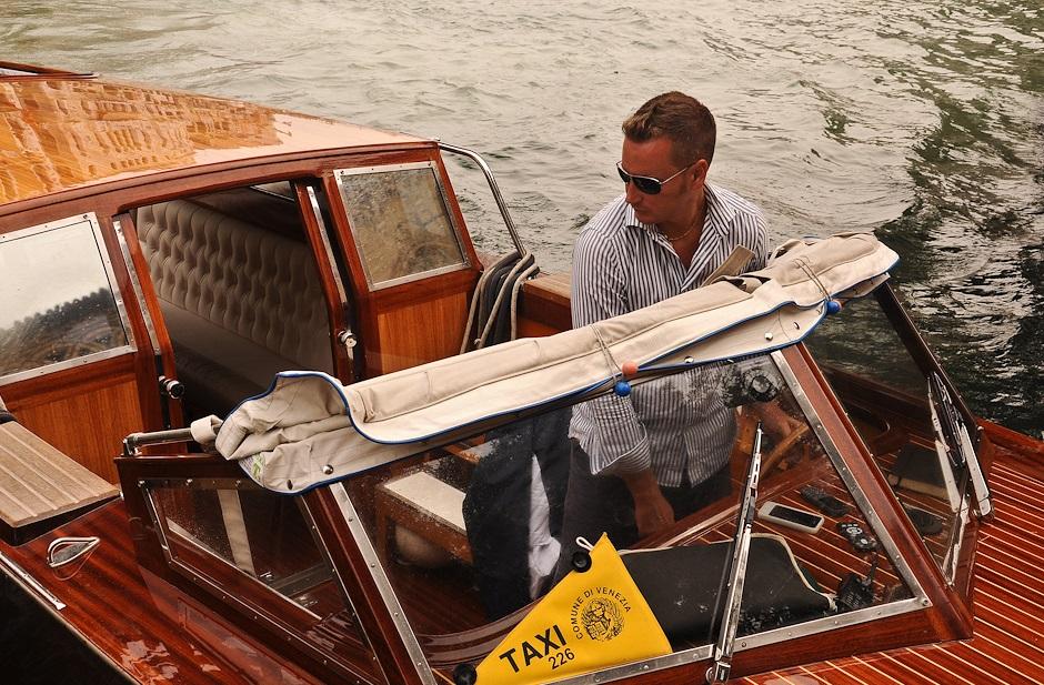 Лодка такси
