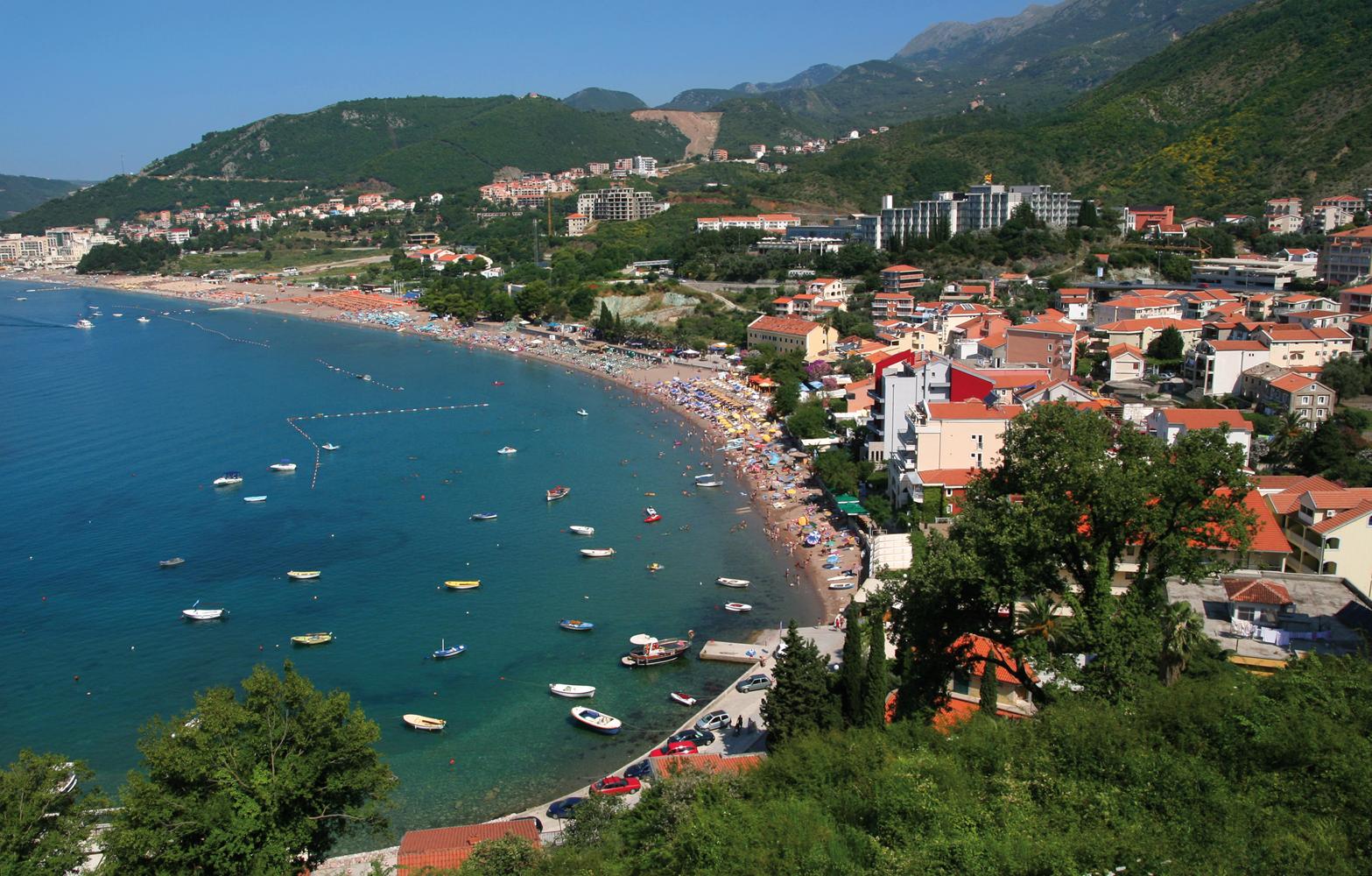 Черногория в сентябре. Вид на пляж
