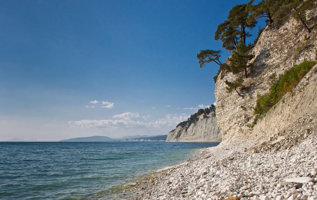 Дикий пляж на Черном море