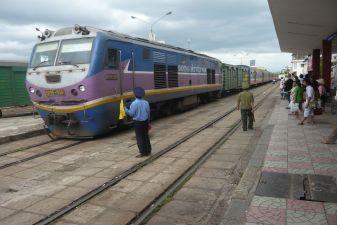 Поездом из Начянга в Хошимин
