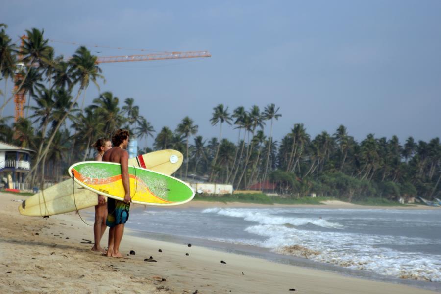 Серферы на Шри Ланке