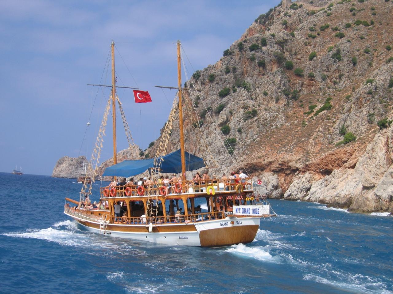 Экскурсия на яхте Викинг